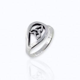Ring, Trinity in drop design