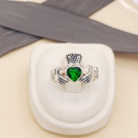 Stone Ring, Claddagh with 6x6mm heart Emerald Glass stone